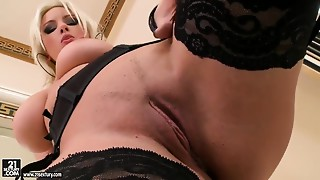 Big Boobs,Blonde,Masturbation,Natural,Shaved,Solo