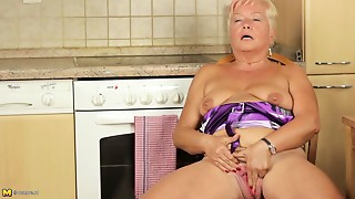 Fingering,Grannies,Masturbation,Mature,Old and young
