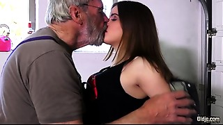 Babe,Big Cock,Blowjob,Close-up,Cumshot,Daddy,Doggystyle,Grannies,Fucking,Old and young