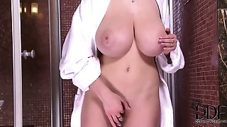 Big Ass,Big Boobs,Big Cock,Brunette,Czech,Orgasm,Shower,Softcore,Solo,Teen